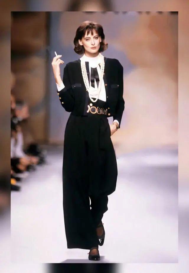 30年代时尚_Chanel香奈儿:低调冷静黑与白,重温上世纪80年代的秀场与美貌 ...