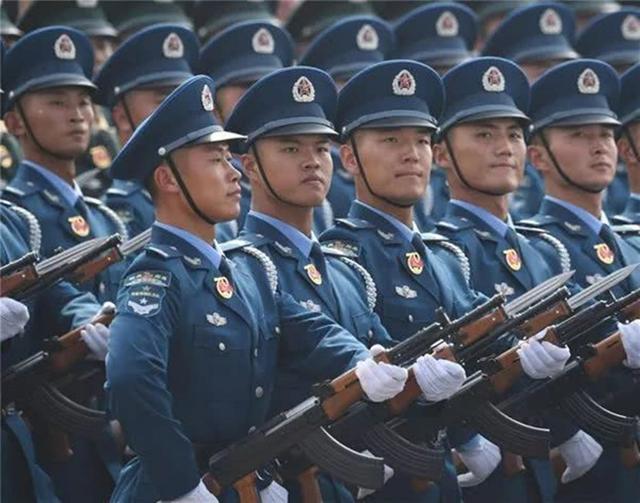 中国有一支最特殊部队,训练时才穿军装,结束后必须立马上交
