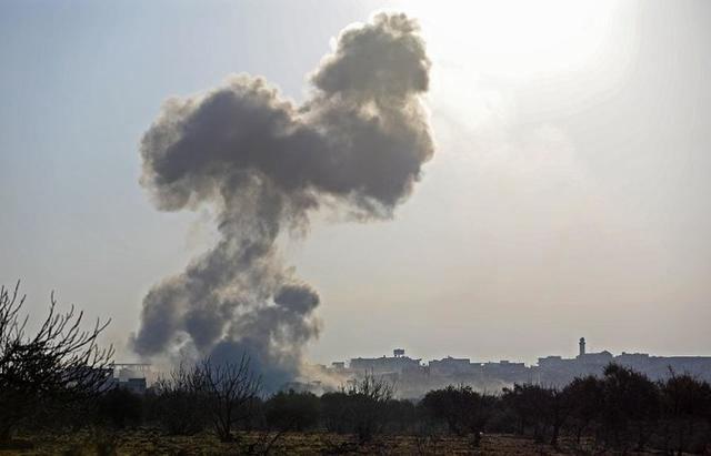 伊朗军事基地遭空袭,死伤惨重!