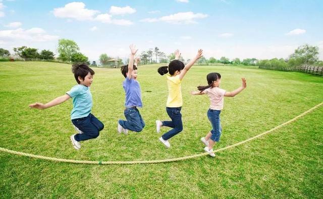 """孩子在家练跳绳,楼下邻居忍无可忍,如何让孩子""""不扰民"""""""