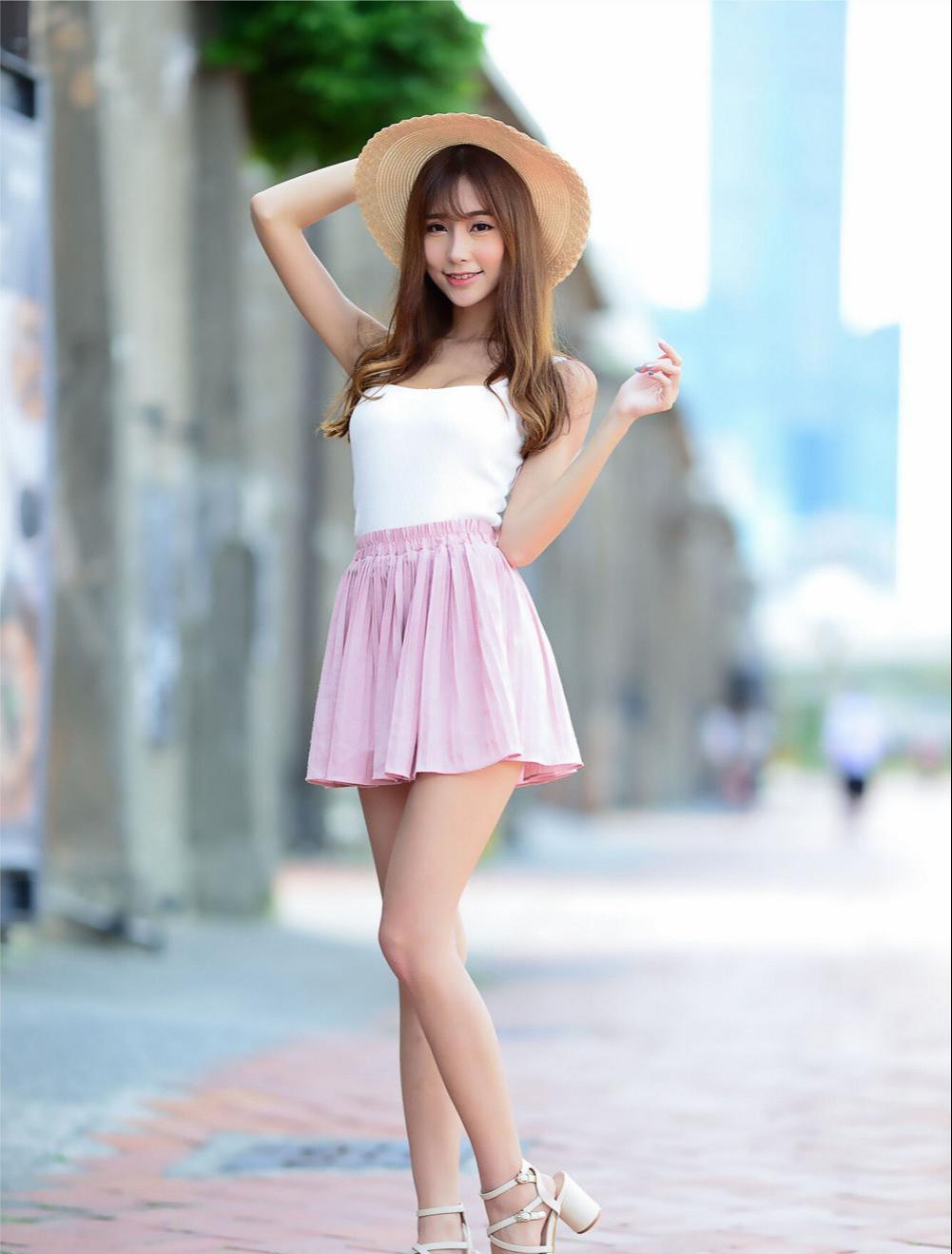 美女穿高跟鞋细跟尖头