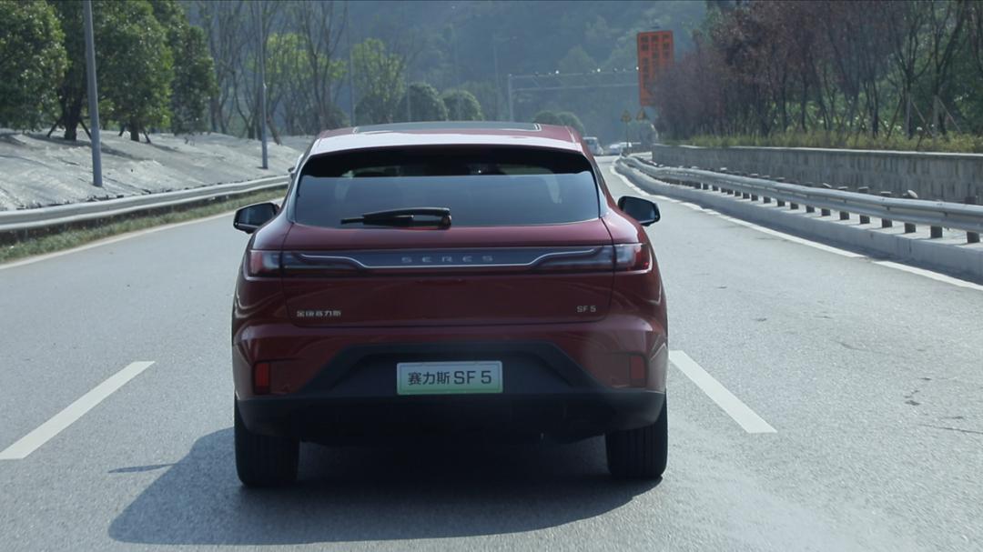 试驾金康赛力斯SF 5:339万元的价格得到Model X的驾驶体验