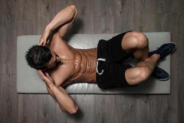肌肉锻炼效果不明显?可能是你姿势错了,详细锻炼教程助你改正_胸肌