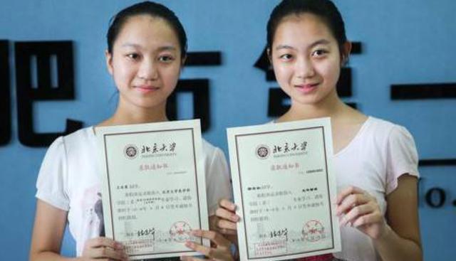 """双胞胎高考仅差5分,10年后活成""""两个世界""""的人,宝妈:很后悔"""