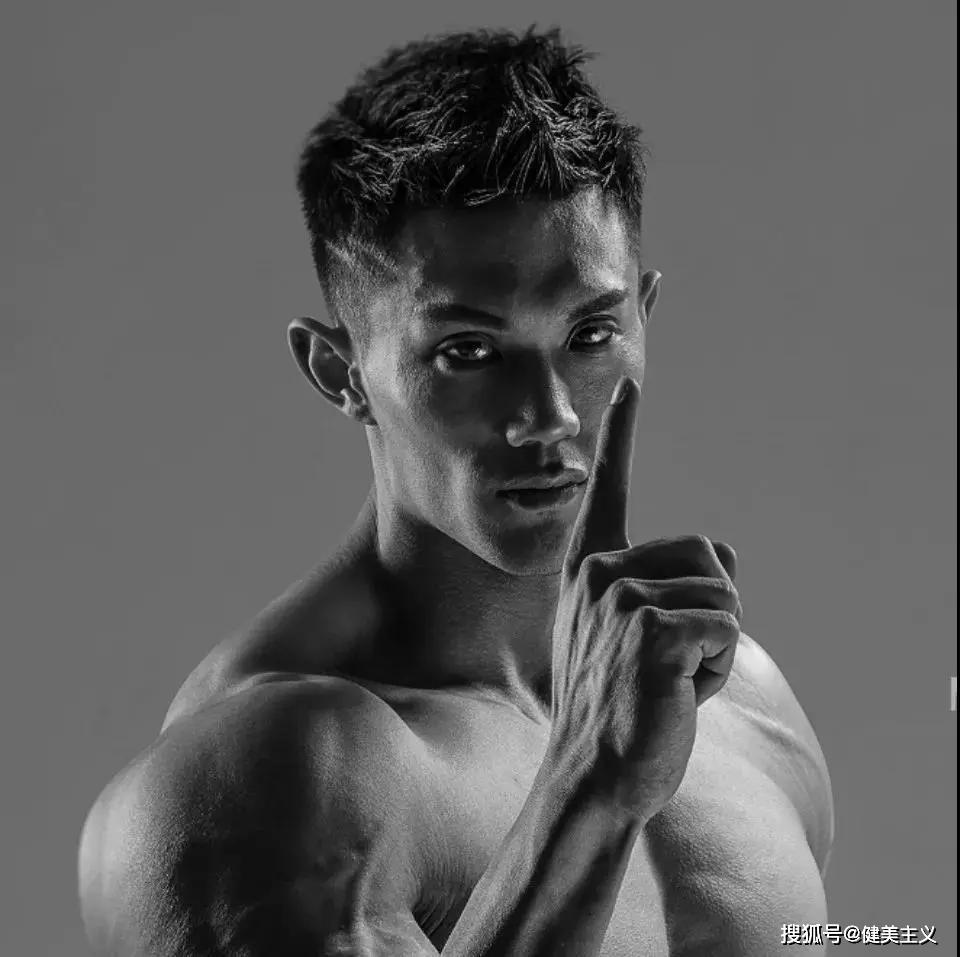 千年老二到奥赛中国男子健体冠军:敢,我有万丈光芒!