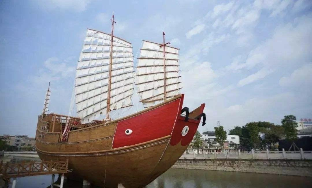 载着潮汕人走向世界的红头船