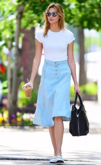 牛仔半身裙,夏日街头人手一件的百搭单品,巧用搭配可盐可甜