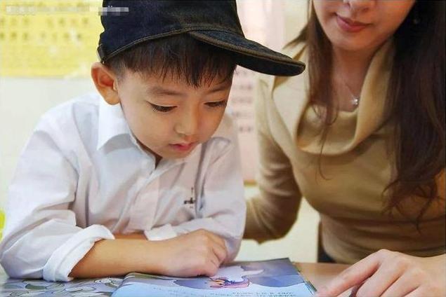 """原创孙俪育儿绊脚石上线,""""邓三岁""""帮儿子写作业求夸,网友:皮痒了"""
