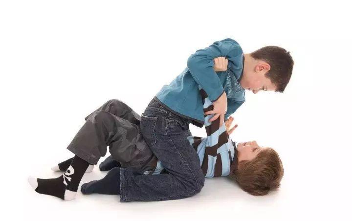 原创宝宝胆小、害羞、不合群;培养孩子社交能力,这几条千万不能少