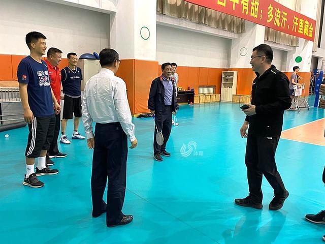 排球运动员改打羽毛球?山东男排训练玩出新花样