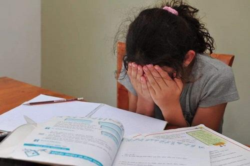 孩子一二年级成绩不错,到三年级却突然下滑?大多跟这3件事有关