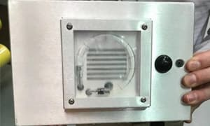 纽约市将在地铁和公交车上使用强力紫外线灯杀灭新冠病毒