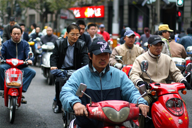 上海的gdp是多少_英国4月封锁期间GDP降了多少?分析师的猜测一个比一个大胆