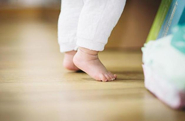 """""""不爬就走""""与""""先爬再走""""的孩子,有啥不同?这3点差距是逃不开的"""