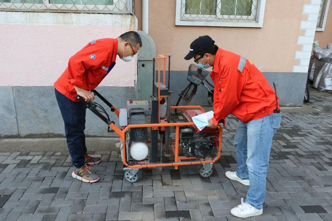 顺燃控股公司开展全区老旧小区燃气管网打孔检测工作