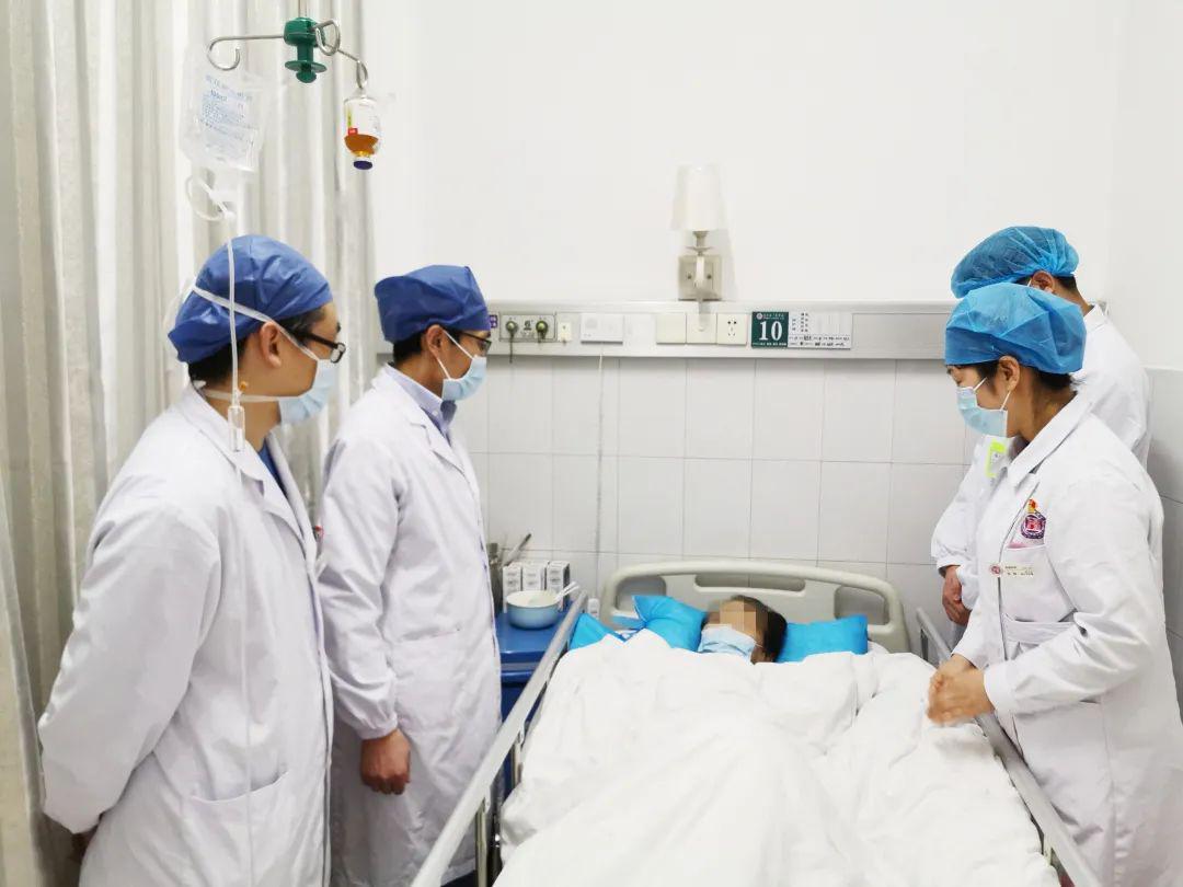 """三个月""""鸽子蛋""""变""""榴莲"""",7旬娭毑腰部藏一巨大腹腔后膜肿瘤"""