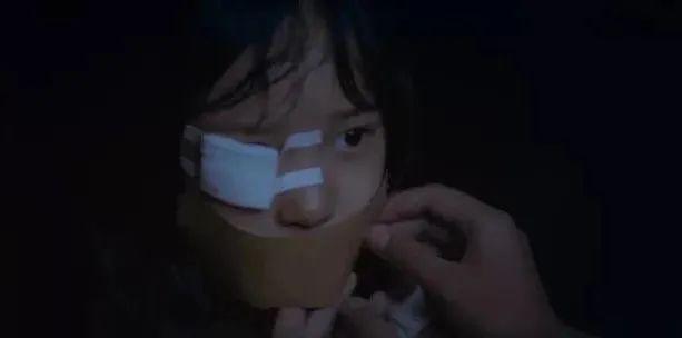 4岁女童被生父继母打进ICU:千万别让人渣当父母!