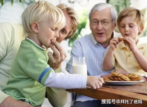 为什么现在都是姥姥带孩子?看了姥姥带娃的优势,替奶奶感到心酸