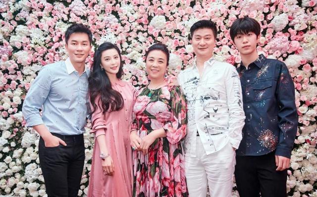 原创范冰冰姐弟同晒母亲照片,张传美39年颜值不变,母女二人似亲姐妹
