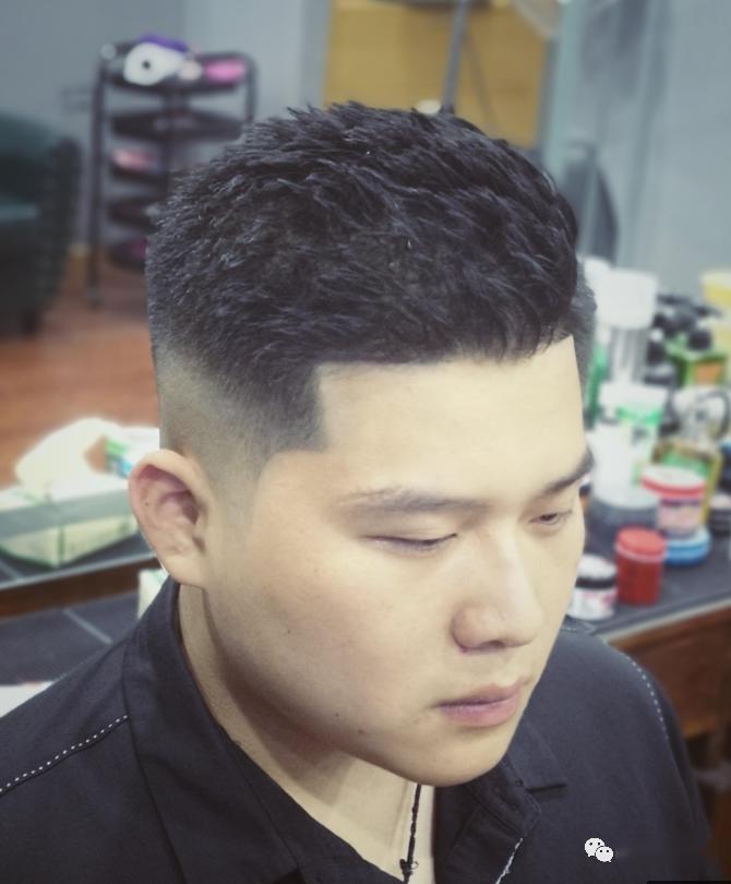 2020夏季最新男士发型30款