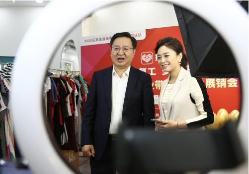 石家庄副市长拼多多直播代言服装产业带 105万消费者抢购产业优品