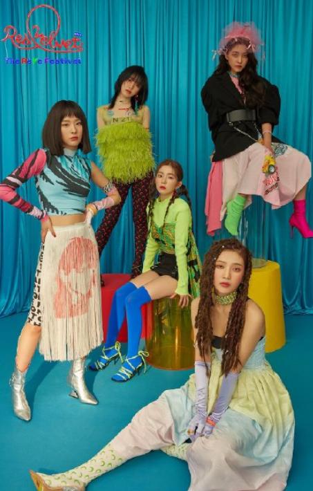 韩国女爱豆丑贵的MV造型,ITZY服装总是上万,Lisa的鞋子又丑又贵