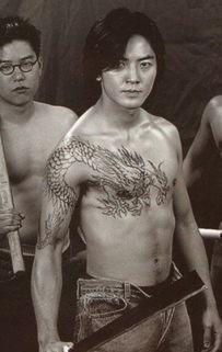 原创明星纹身谁最酷? 刘德华大刀插火焰, 郑伊健过肩龙, 都酷不过他