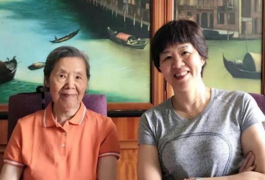郎平还要坚持1年多,本想今夏卸任中国女排主帅,回家照顾87岁母亲