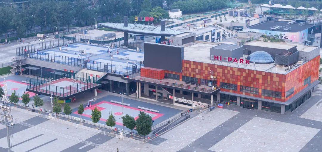 因篮球项目暂不允许开展五棵松将户外篮球场改成羽毛球场