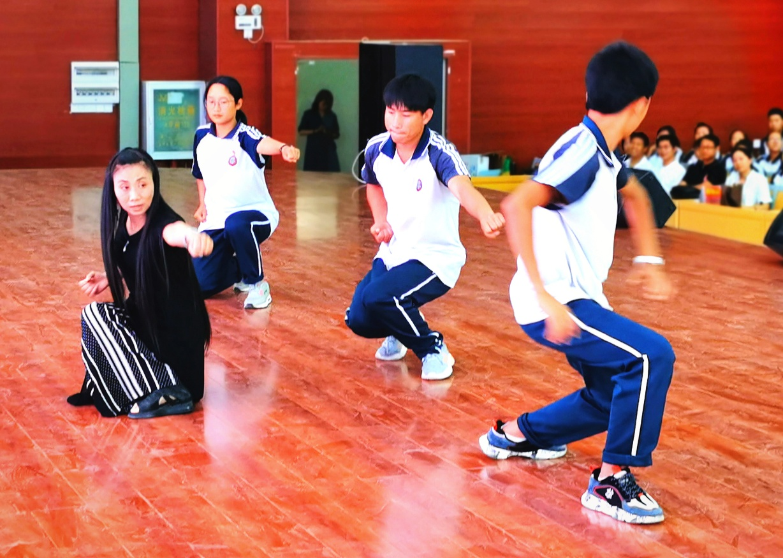 怒江州民族中学携手云南传统蒙学研究会举行教学实践基地揭牌仪式插图(9)