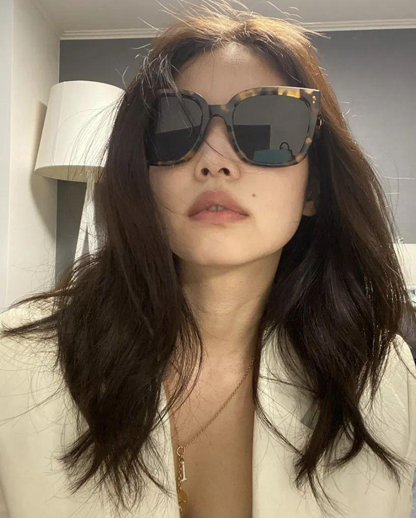 最喜欢买新墨镜了!但鼻梁卡粉没有姐妹关注吗?