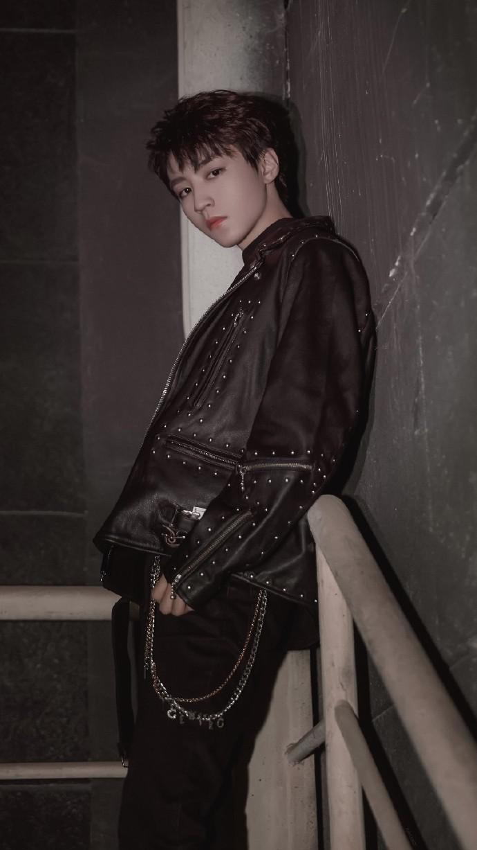 给时尚潮男王俊凯一面墙,会有什么样的碰撞