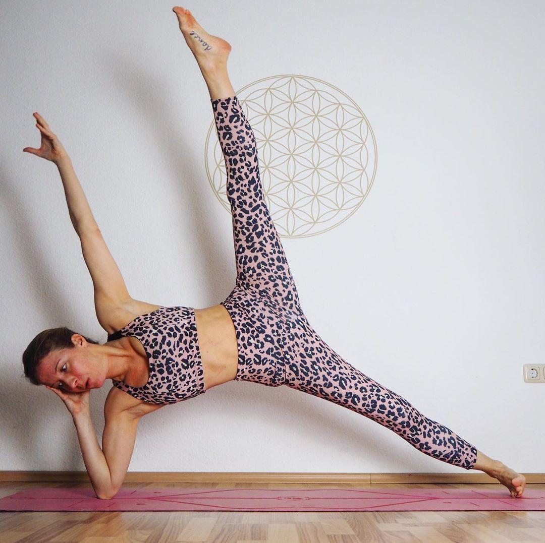 瑜伽帮你赶走赘肉,助你拥有小细腰大长腿,曲线更好看