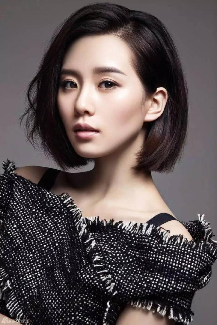 原创杨幂短发大片刷屏,刘雯的锁骨发更有高级感,女明星抛弃黑长直了