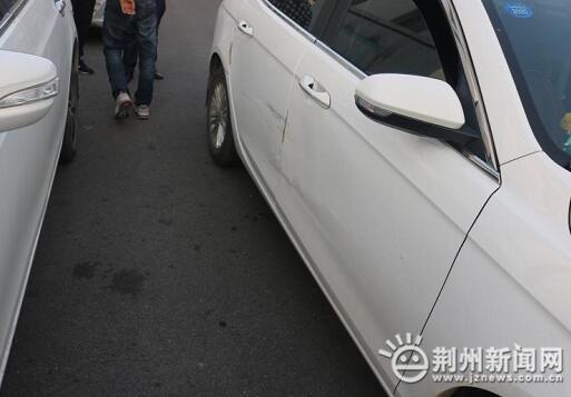 倒车发生剐蹭司机竟开溜荆州民警8小时破案