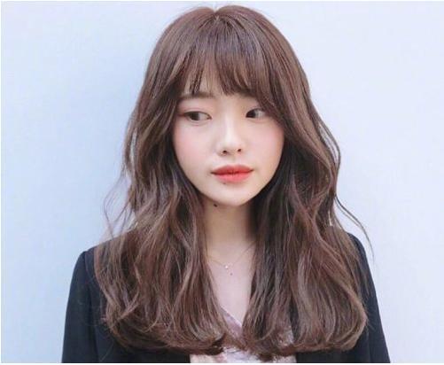 女生碎发刘海中长发烫发发型图片