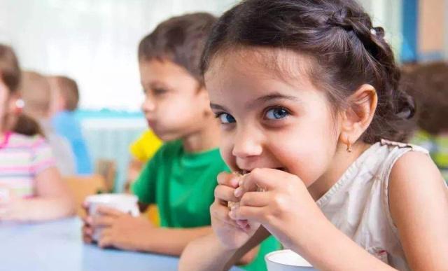 6岁男童摔倒铅笔插进眼眶,孩子这种玩耍的方式,你家孩子有吗?