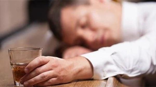 原创为什么喝醉的人总说自己没醉?万万没想到,原因是这个