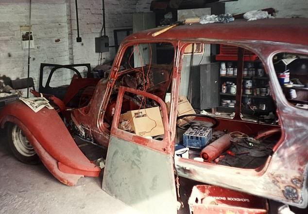 原创 英国女王70年前坐过的一款车,被一老人用35年修好了,居然还能开