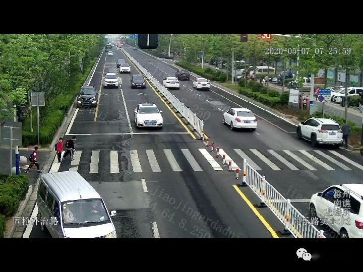 #上下学#接送孩子上下学的家长千万注意!,滁州这所学校门口发生的一幕让人胆战心惊