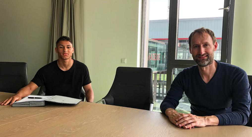 官方:拜仁签下霍芬海姆17岁新星 未来或再签两人