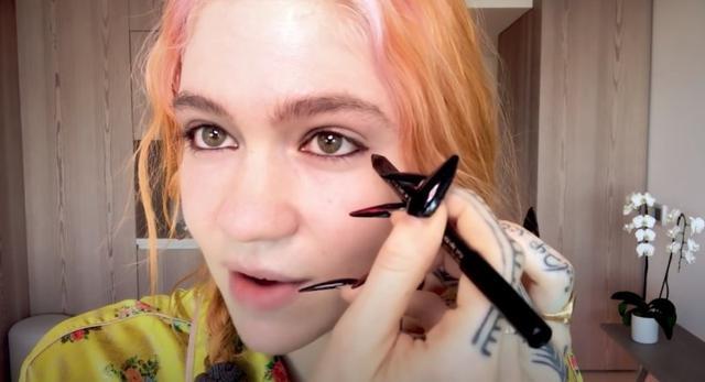 原创 两年拿下霸道总裁身心的马斯克女友,妆容很有看点,眼妆表现野心