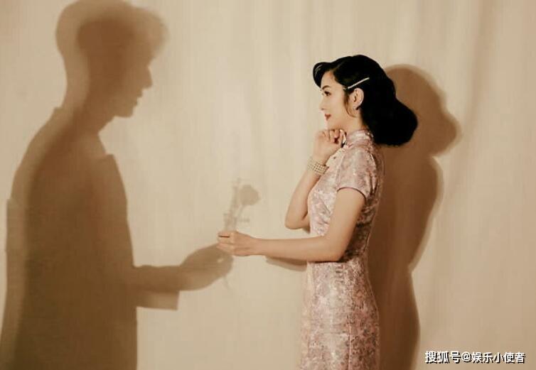 吴尊林丽吟婚纱照站在红伞下的两人妥妥一双璧人