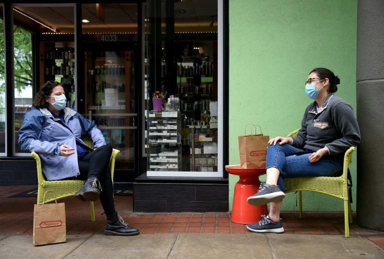 """研究:新冠病毒""""极有能力""""通过语音传播,空中可停留12分钟"""