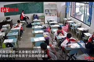 15岁中学生教室里持砖头砸伤老师,10秒9次!老师什么时候成了高危职业?