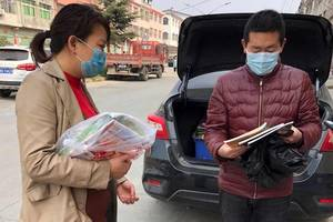 原创西峡县西坪镇第一中心小学:送书上门情暖学生