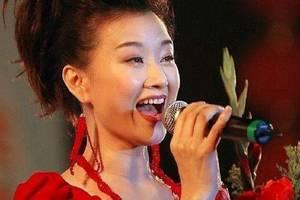 她曾红遍大江南北,连上24年央视春晚,如今走在街头却无人识