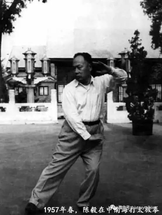 九十年代,试行标准化的统一动作,以杨式太极拳为主,采用陈,吴,武,孙图片