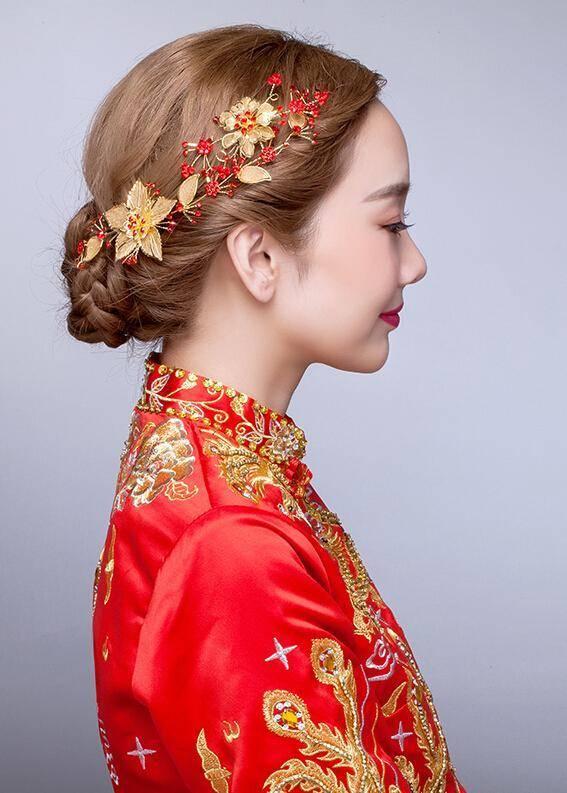 那下面就跟随长沙秀禾服出租小编一块欣赏一下秀禾服中式新娘发型图片