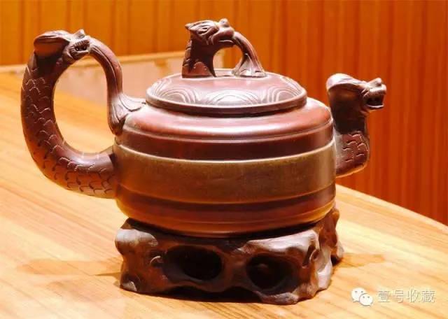 全手工制作的紫砂壶更是由于全手工制壶法的使用日渐稀少,精品也逐年